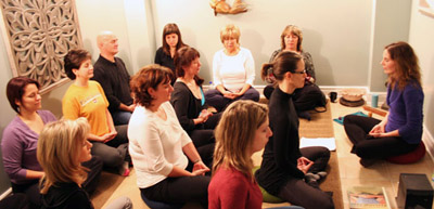 session de méditation de groupe